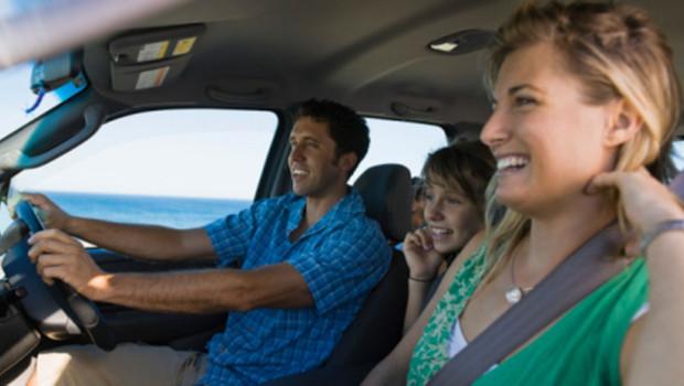 Jouer dans la voiture des vacances